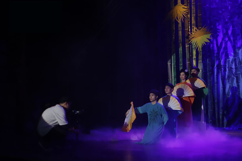 Khán giả xem kịch 'Cây tre thần' phải kiểm tra thân nhiệt, rửa tay