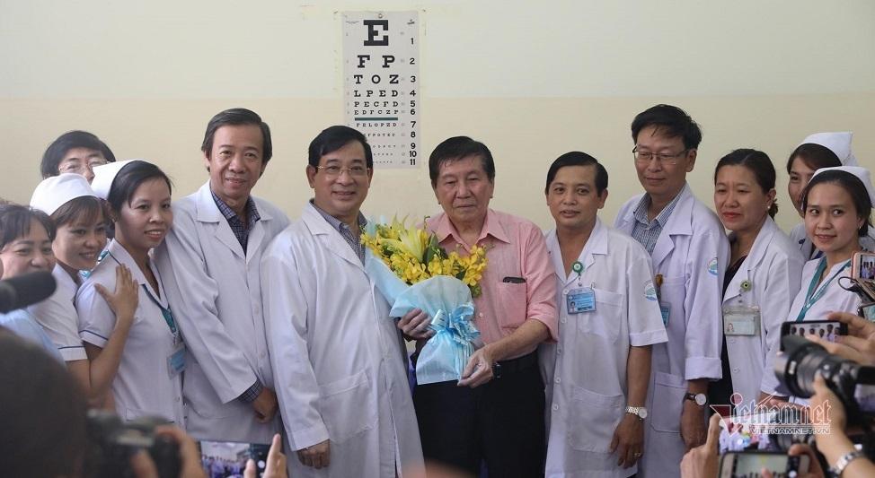 Thưởng nóng 2 bệnh viện điều trị khỏi cho 3 bệnh nhân nhiễm Covid-19