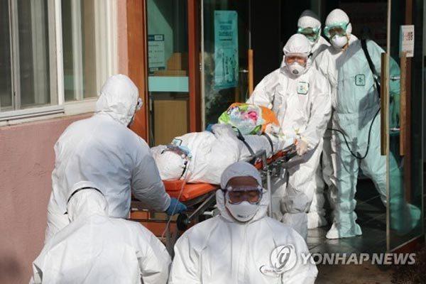 Số người nhiễm tăng gấp đôi trong ngày, Hàn Quốc có ca thứ 2 tử vong vì Covid-19