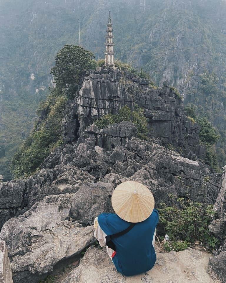 Hồ Ngọc Hà triết lý về tình yêu, Ngọc Trinh khoe dáng nuột