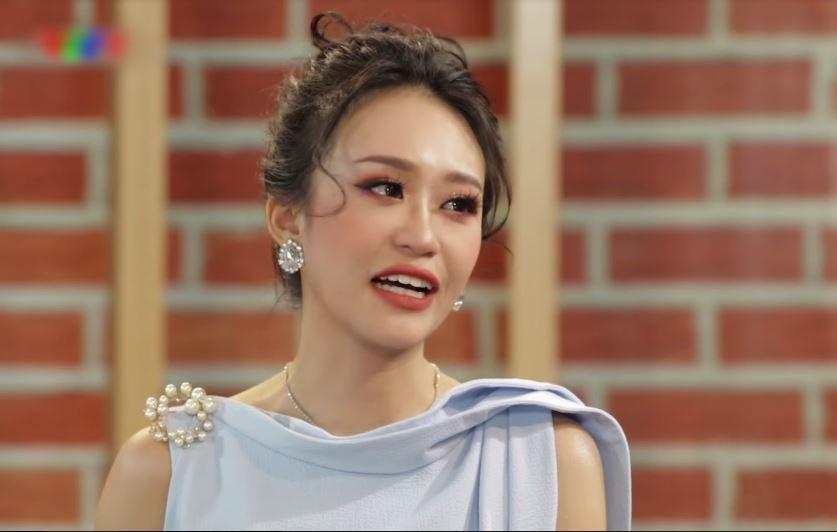 Vũ công Kim Anh đau đớn khi phải diễn lúc mẹ đang hấp hối