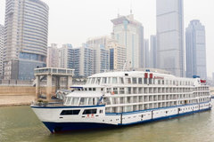 TQ điều 7 tàu du lịch tới Vũ Hán phục vụ y bác sĩ dưỡng sức