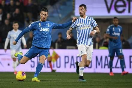 Ronaldo lập kỷ lục, Juventus vững ngôi đầu Serie A