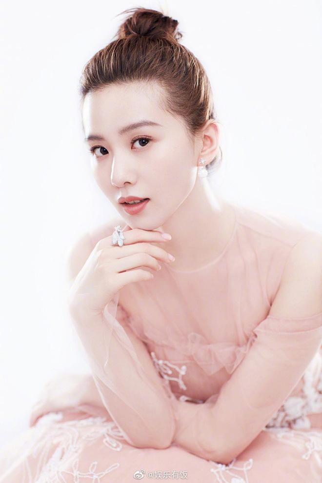 Hình ảnh thon gọn rạng rỡ sau sinh của Lưu Thi Thi