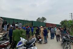 Tàu hỏa đâm văng xe tải, tài xế rơi xuống đường ray tử vong