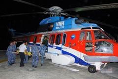 Trực thăng vượt biển ra đảo Trường Sa cứu 2 ngư dân gặp nạn
