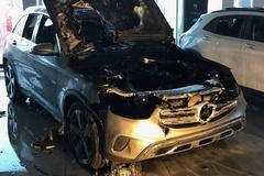 Mercedes GLC đột nhiên bốc cháy tại đại lý