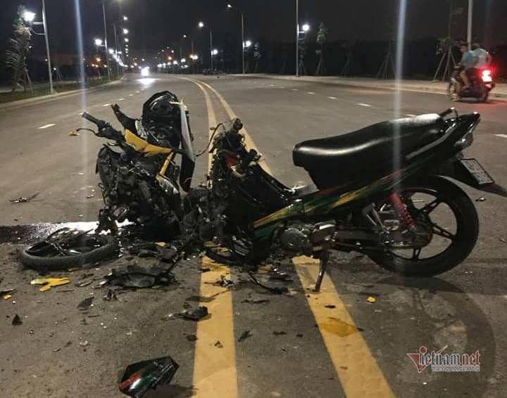 Xe máy tông nhau nát bươm, 2 thanh niên tử nạn ở Sài Gòn