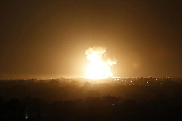 Israel 'dội lửa' xuống Syria và Dải Gaza