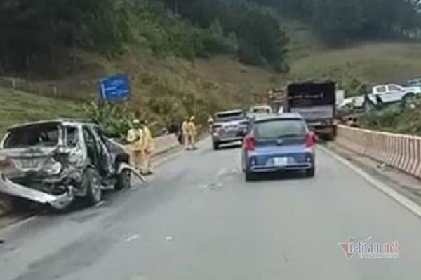 Xe tải phanh cháy đường, đâm liên tiếp vào đoàn xe