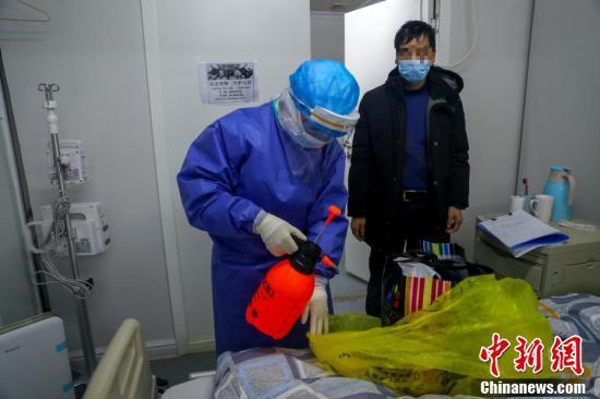 Bên trong khu điều trị Covid-19 ở bệnh viện Hỏa Thần Sơn
