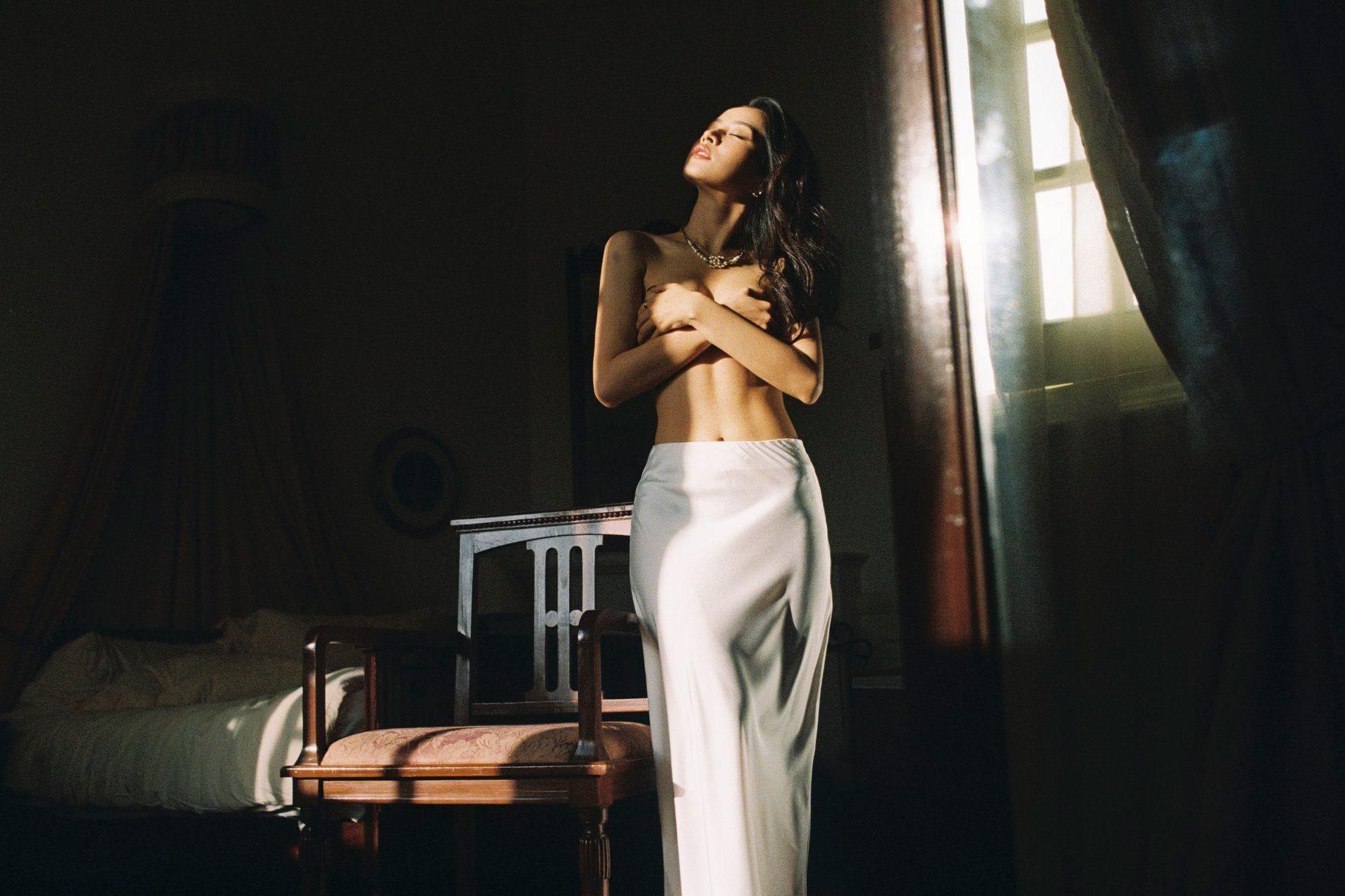 Kỳ Duyên, Chi Pu, Phạm Hương chụp bán nude, ai đẹp hơn?