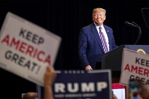 Tỉ lệ tín nhiệm tăng, ông Trump tiến gần cơ hội tái cử