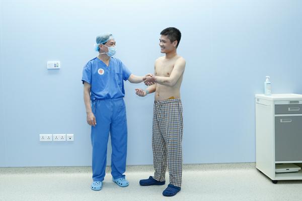 Việt Nam thực hiện ghép tay từ người cho sống đầu tiên trên thế giới