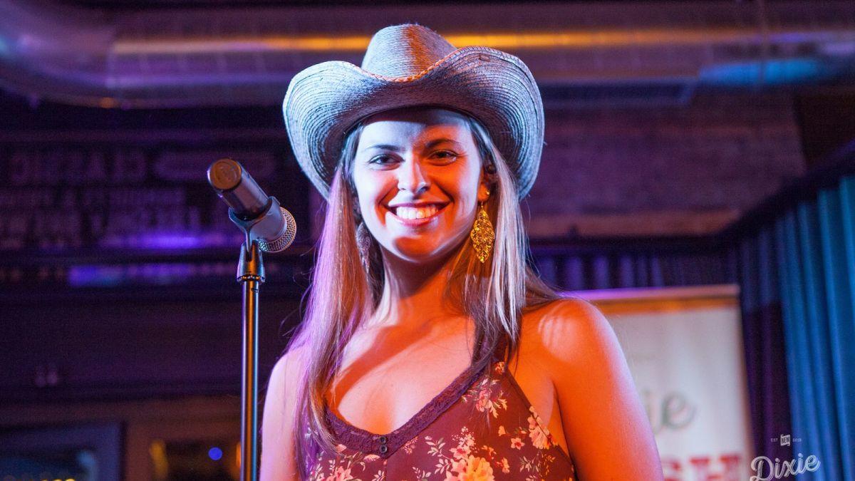 Ca sĩ nhạc đồng quê 25 tuổi qua đời vì tai nạn ô tô