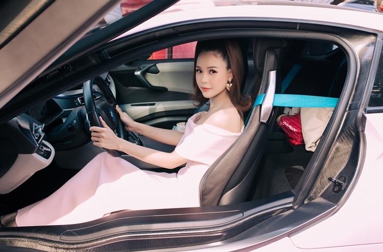Hotgirl Sam sở hữu tài sản hơn 50 tỷ ở tuổi 30