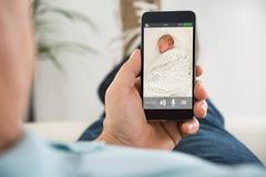 Cách dùng smartphone cũ giám sát thú cưng hoặc theo dõi em bé