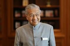 Mahathir Mohamad: Malaysian prime minister in shock resignation