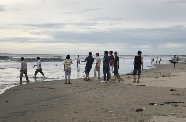 Phát hiện thi thể phụ nữ bị mất đầu dạt vào bờ biển Đà Nẵng