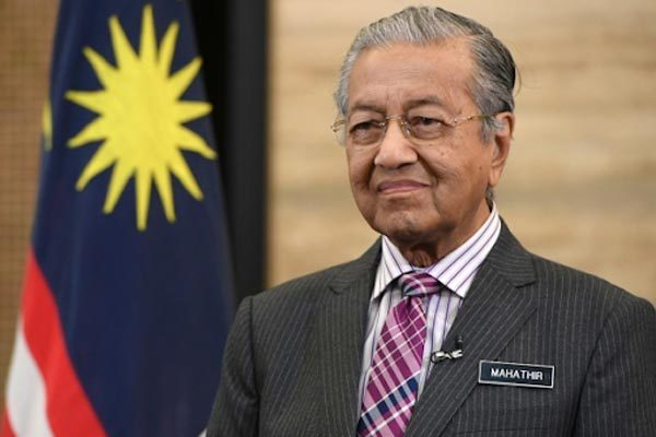 Thủ tướng Malaysia bất ngờ từ chức