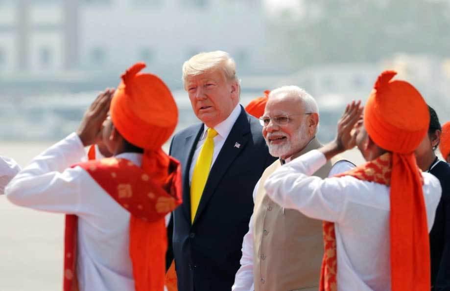 'Biển người' Ấn Độ chào đón ông Trump