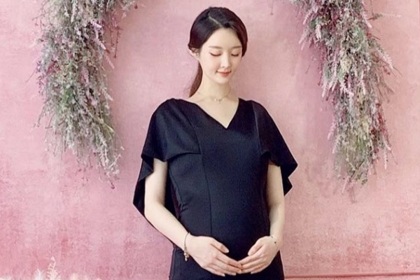 Ahreum (T-ARA) tự tin khoe ảnh mang thai bảy tháng