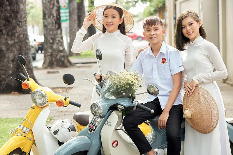 Hai cô con gái nuôi xinh đẹp của Phi Nhung