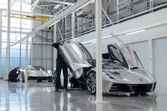 Siêu xe mạnh nhất thế giới bắt đầu sản xuất, giá 2,2 triệu USD