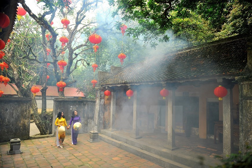 Thien Ton - Sacred pagoda in ancient capital