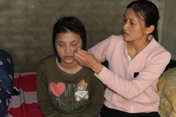 'Nhìn mẹ khóc, em muốn tìm cái chết cho cha mẹ đỡ khổ'