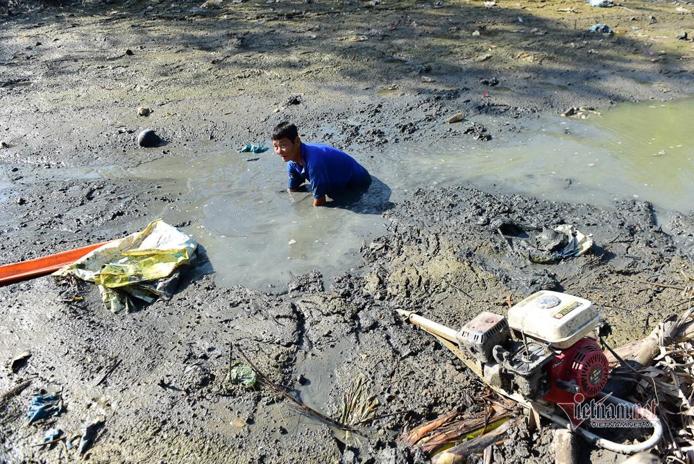 Hạn nứt đất, nước mặn như muối, khắp miền Tây 'ngồi trên đống lửa'