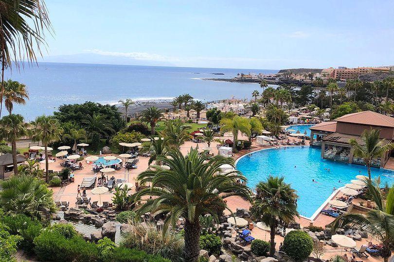 Khách sạn lớn ở Tây Ban Nha bị phong toả khi có khách dương tính Covid-19