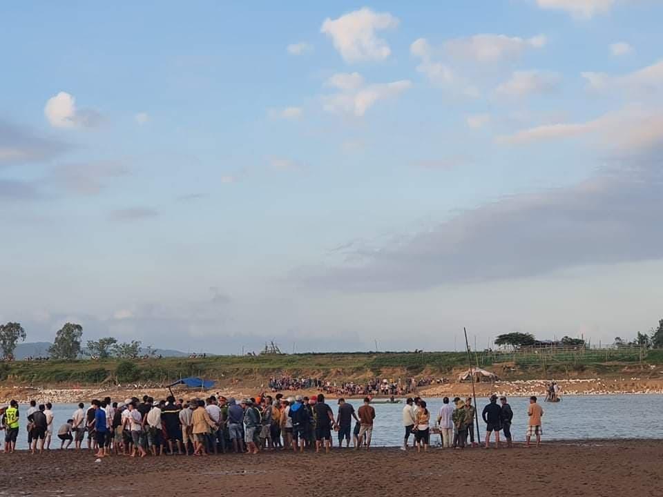 Lật thuyền trên sông Vu Gia, 6 người mất tích