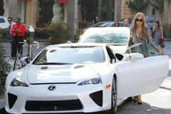 Paris Hilton bán siêu xe cũ giá trên trời