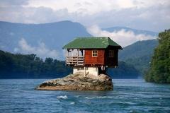 Những ngôi nhà ở các vị trí độc nhất vô nhị