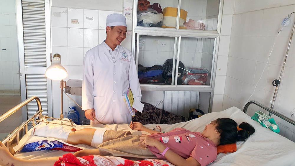 Cứu bàn chân cho nữ sinh Cần Thơ bị tai nạn giao thông