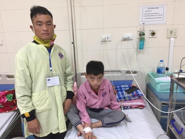 Nỗi bế tắc của cha con người Mông đang chống chọi với ung thư hạch