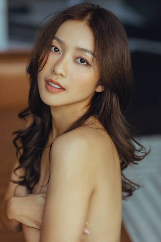 Chụp thời trang bán nude, cô gái Việt mặt đẹp nhất châu Á 'phải tắt camera'