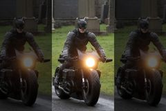 Siêu mô tô mới của Người Dơi hé lộ qua ảnh phim trường