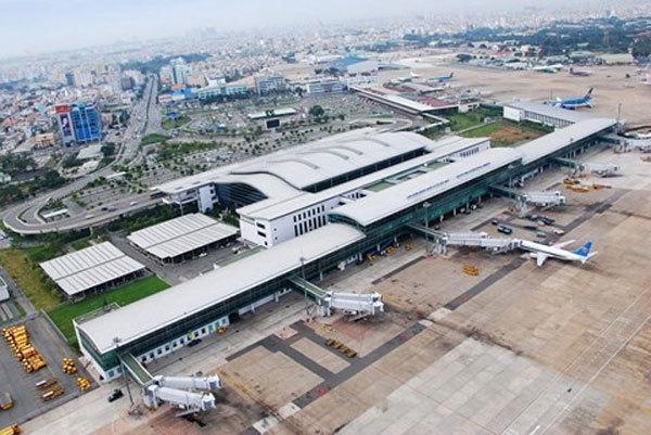 Tan Son Nhat airport seeks to close 1 runway for repairs