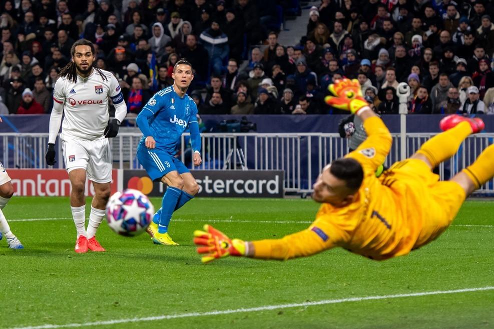 Ronaldo vô duyên, Juventus nhận trái đắng trước Lyon