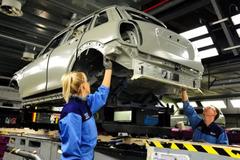 Các nhà sản xuất ô tô nước Anh kiến nghị chính phủ giúp đỡ