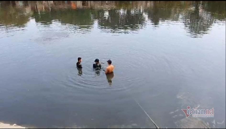Đôi nam nữ nhảy xuống kênh nước đen ngòm Sài Gòn, nghi tự tử