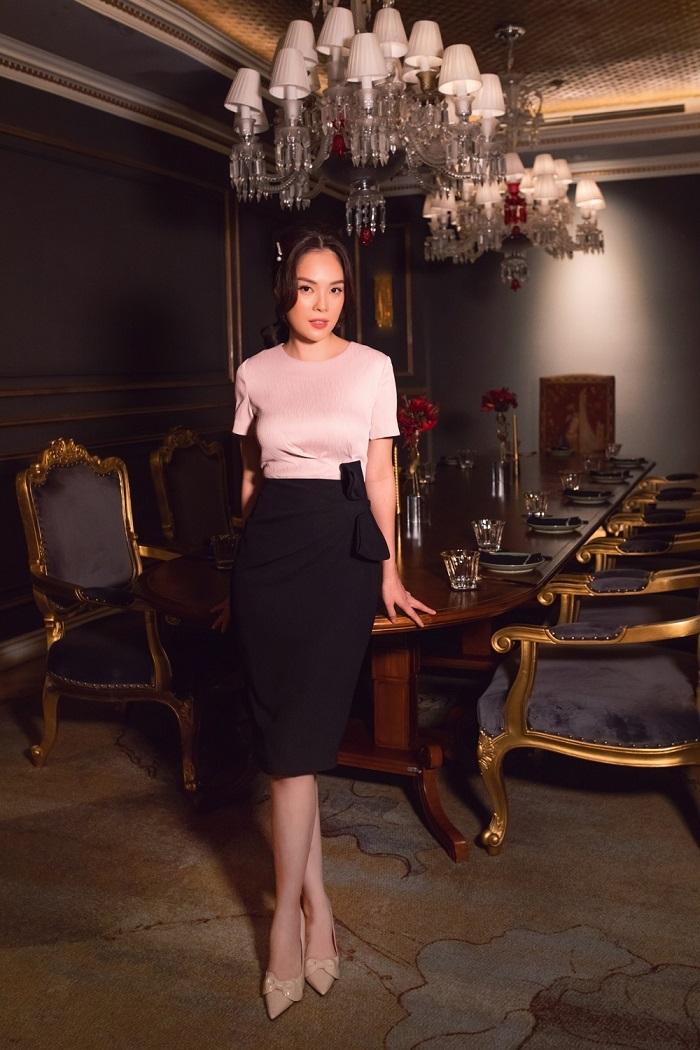 Dương Cẩm Lynh khoe eo 62cm ở tuổi 37