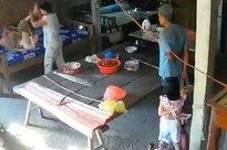 Con dâu đánh đập mẹ chồng 88 tuổi trước mặt cháu nhỏ ở Tiền Giang