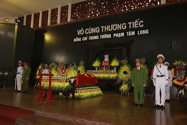 Thủ tướng viếng Trung tướng Phạm Tâm Long, nguyên Thứ trưởng Công an