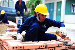 Bị sa thải, người lao động có được hưởng trợ cấp thất nghiệp?