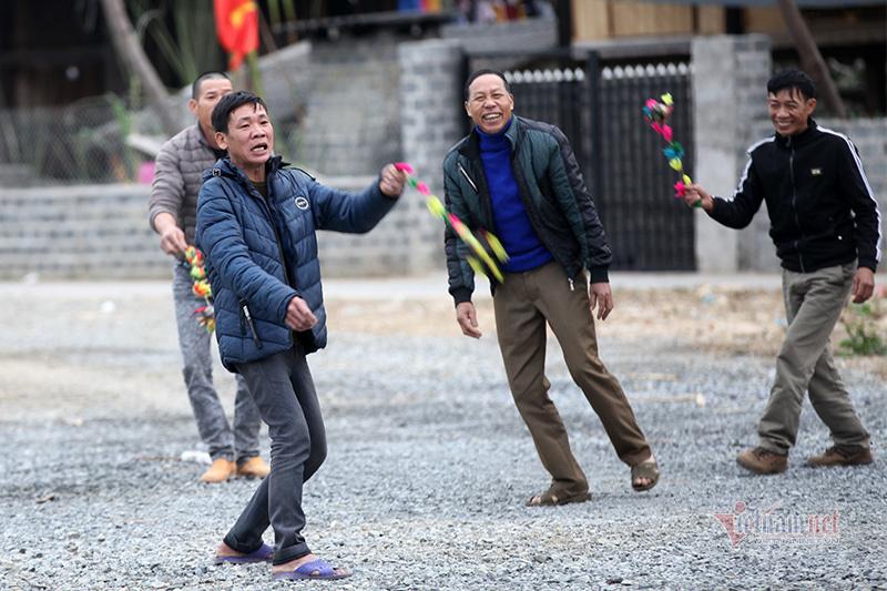 Những trò chơi xuân khiến người già, trẻ nhỏ mê mẩn
