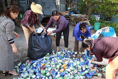 Quang Tri's women raise funds for the poor from scrap collection
