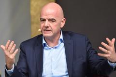 FIFA xem xét hoãn các trận quốc tế vì Covid-19